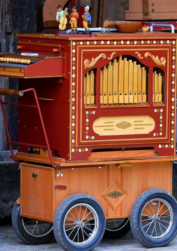 Renélys et son orgue de barbarie