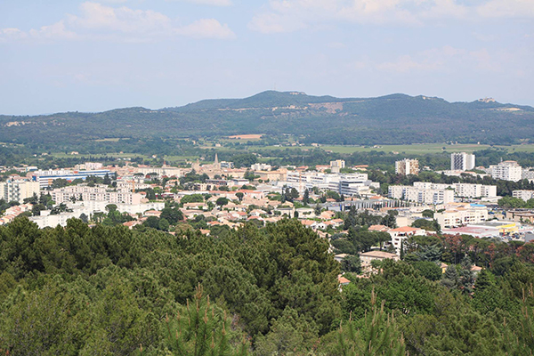 Ville de Bagnols sur Ceze vue depuis lAncyse